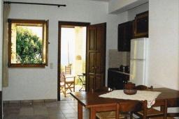 Гостиная. Греция, Фаласарна : Апартамент недалеко от пляжа, с гостиной, отдельной спальней и балконом