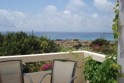 Балкон. Греция, Фаласарна : Апартамент недалеко от пляжа, с гостиной, двумя спальнями и балконом с видом на море