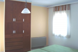 Спальня. Греция, Киссамос Кастели : Апартамент в комплексе с бассейном, с просторной гостиной, двумя спальнями и балконом