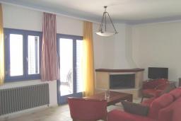 Гостиная. Греция, Киссамос Кастели : Апартамент в комплексе с бассейном, с просторной гостиной, тремя спальнями, двумя ванными комнатами и балконом