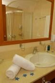 Ванная комната. Греция, Платаньяс : Прекрасная студия в комплексе с бассейном и пляжем
