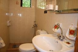 Ванная комната. Греция, Фаласарна : Апартамент с гостиной, отдельной спальней и балконом с видом на море
