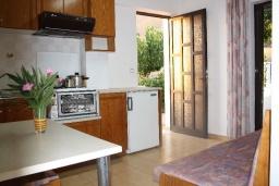 Гостиная. Греция, Фаласарна : Апартамент с гостиной, отдельной спальней и балконом с видом на море