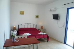 Студия (гостиная+кухня). Греция, Превели : Прекрасная студия возле пляжа с балконом и видом на море