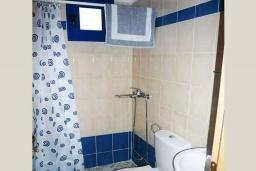 Ванная комната. Греция, Превели : Прекрасная студия возле пляжа с балконом и видом на море