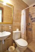 Ванная комната 2. Греция, Панормо : Современный апартамент в 50 метрах от моря, с гостиной, двумя спальнями, двумя ванными комнатами и террасой