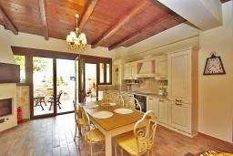 Гостиная. Греция, Панормо : Современный апартамент в 50 метрах от моря, с гостиной, двумя спальнями, двумя ванными комнатами и террасой