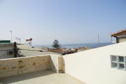 Балкон. Греция, Панормо : Современный апартамент в 50 метрах от моря, с гостиной, двумя спальнями и балконом с видом на море