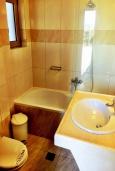 Ванная комната. Греция, Иерапетра : Апартамент в комплексе с бассейном и в 100 метрах от пляжа, с просторной гостиной, отдельной спальней и балконом