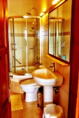 Ванная комната. Греция, Иерапетра : Апартамент в комплексе с бассейном и барбекю, с гостиной, двумя спальнями и балконом с видом на море