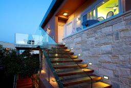 Балкон. Греция, Агия Марина : Улучшенный двухместный номер в комплексе с бассейном и в 100 метрах от пляжа