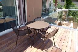 Балкон. Греция, Агия Марина : Улучшенный трехместный номер в комплексе с бассейном и в 100 метрах от пляжа