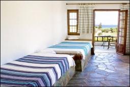 Гостиная. Греция, Ваи : Апартамент в комплексе с бассейном и садом, с гостиной, отдельной спальней и террасой