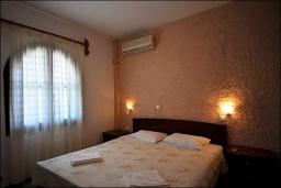 Спальня 2. Греция, Ваи : Апартамент в комплексе с бассейном, с гостиной, двумя спальнями и террасой