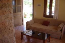 Гостиная. Греция, Ваи : Апартамент в 50 метрах от пляжа, с гостиной, отдельной спальней и террасой с видом на море