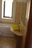 Ванная комната. Греция, Сития : Студия с террасой и видом на море, в комплексе с бассейном