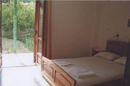 Спальня. Греция, Амудара : Апартамент в комплексе с бассейном, с гостиной, отдельной спальней и террасой