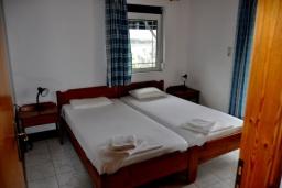 Спальня 2. Греция, Плакиас : Апартамент в 50 метрах от пляжа, с гостиной, двумя спальнями и двумя балконами с видом на море