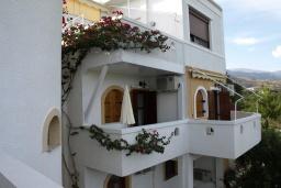 Балкон. Греция, Миртос : Студия с балконом в комплексе с бассейном