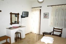 Спальня 2. Греция, Миртос : Студия с балконом в комплексе с бассейном