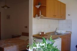Студия (гостиная+кухня). Греция, Иерапетра : Студия с балконом и видом на море, в 100 метрах от пляжа