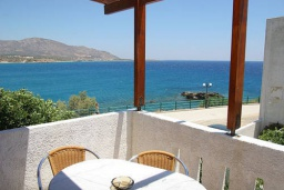 Балкон. Греция, Иерапетра : Студия с балконом и видом на море, в 100 метрах от пляжа