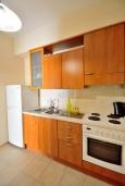 Кухня. Греция, Ретимно : Апартамент на первом этаже, с гостиной, отдельной спальней и террасой, в 100 метрах от пляжа