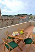 Балкон. Греция, Ретимно : Улучшенный апартамент с гостиной, отдельной спальней и балконом, в 100 метрах от пляжа