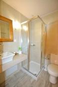 Ванная комната. Греция, Ретимно : Роскошная студия с кондиционером, плазменным телевизором и двориком