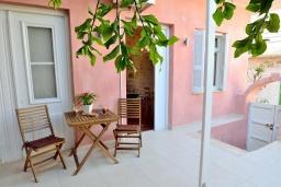 Терраса. Греция, Ретимно : Роскошная студия с кондиционером, плазменным телевизором и двориком