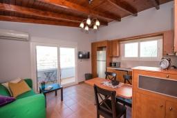Гостиная. Греция,  Ханья : Прекрасный пентхаус 100 метрах от пляжа, с гостиной, отдельной спальней и большой террасой