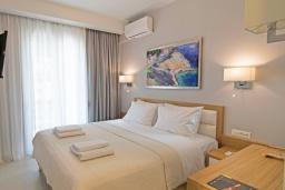 Спальня 3. Греция,  Ханья : Современный апартамент в комплексе с бассейном, в 50 метрах от пляжа, с гостиной, тремя спальнями, двумя ванными комнатми и балконом с видом на море