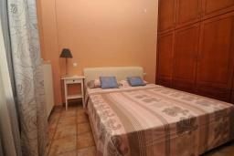 Спальня 2. Греция, Малеме : Уютный дом в 80 метрах от пляжа, 3 спальни, 2 ванные комнаты, терраса с видом на море, Wi-Fi