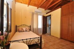 Спальня 3. Греция, Малеме : Уютный дом в 80 метрах от пляжа, 3 спальни, 2 ванные комнаты, терраса с видом на море, Wi-Fi