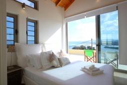 Спальня. Греция, Киссамос Кастели : Уютная вилла с зеленым двориком и видом на море, 2 спальни, парковка, Wi-Fi