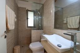 Ванная комната. Греция, Киссамос Кастели : Уютная вилла с зеленым двориком и видом на море, 2 спальни, парковка, Wi-Fi