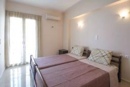 Спальня. Греция, Айос Николас : Апартамент в 30 метрах от пляжа, с гостиной, отдельной спальней и балконом