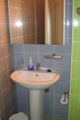 Ванная комната. Греция, Айос Николас : Апартамент в 30 метрах от пляжа, с гостиной, отдельной спальней и балконом