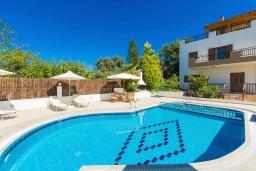 Бассейн. Греция, Панормо : Роскошная вилла с бассейном и двориком с барбекю, 4 спальни, 2 ванные комнаты, парковка, Wi-Fi