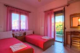 Спальня 2. Греция, Панормо : Роскошная вилла с бассейном и двориком с барбекю, 4 спальни, 2 ванные комнаты, парковка, Wi-Fi