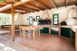 Терраса. Греция, Херсонисос : Прекрасная вилла с зеленым двориком и барбекю, 3 спальни, 2 ванные комнаты, парковка, Wi-Fi