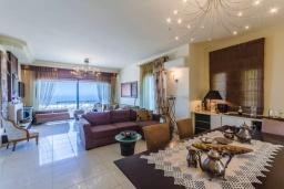 Гостиная. Греция, Херсонисос : Роскошная вилла с видом на море, 4 спальни, 2 ванные комнаты, парковка, Wi-Fi