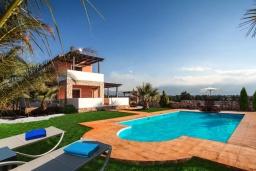 Бассейн. Греция, Георгиуполис : Прекрасная вилла с бассейном и зеленым двориком с барбекю, 3 спальни, парковка, Wi-Fi