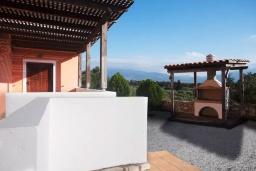 Территория. Греция, Георгиуполис : Прекрасная вилла с бассейном и зеленым двориком с барбекю, 3 спальни, парковка, Wi-Fi