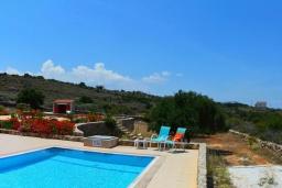 Бассейн. Греция, Коккино Хорио : Прекрасная вилла с бассейном и зеленой территорией, 3 спальни, 2 ванные комнаты, барбекю, парковка, Wi-Fi