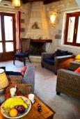Гостиная. Греция, Коккино Хорио : Прекрасная вилла с бассейном и зеленой территорией, 3 спальни, 2 ванные комнаты, барбекю, парковка, Wi-Fi