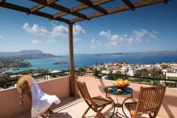Терраса. Греция, Коккино Хорио : Прекрасная вилла с бассейном, двориком с барбекю и террасой с видом на море, 3 спальни, 2 ванные комнаты, парковка, Wi-Fi