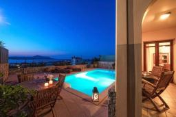 Бассейн. Греция, Коккино Хорио : Прекрасная вилла с бассейном, двориком с барбекю и террасой с видом на море, 3 спальни, 2 ванные комнаты, парковка, Wi-Fi