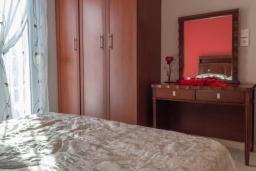 Спальня. Греция, Бали : Прекрасная вилла с бассейном и двориком с барбекю, 3 спальни, 2 ванные комнаты, парковка, Wi-Fi