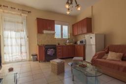 Кухня. Греция, Бали : Прекрасная вилла с бассейном и двориком с барбекю, 3 спальни, 2 ванные комнаты, парковка, Wi-Fi